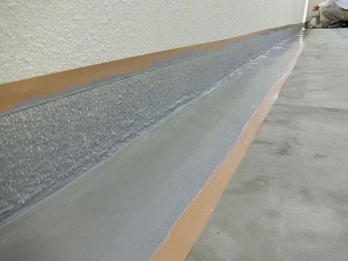 廊下立上りウレタン防水塗布後