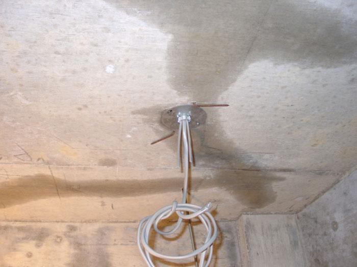 天井裏の水漏れ