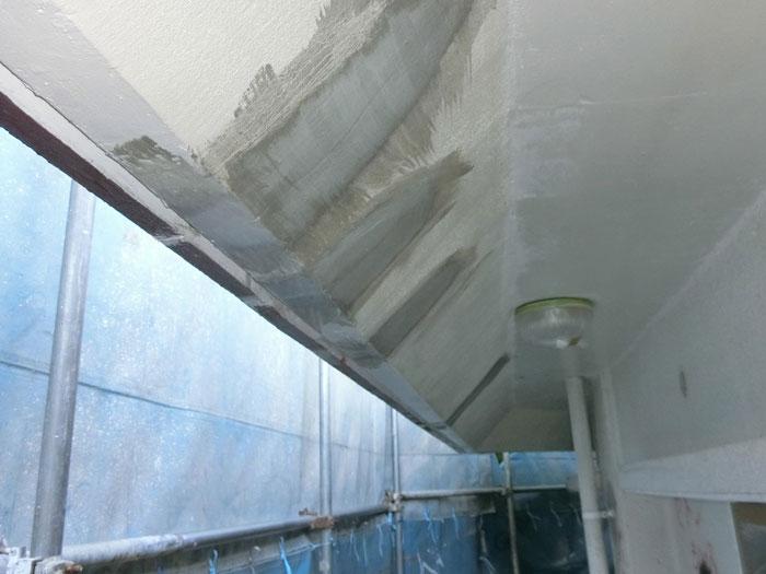 軒裏部分も補修して塗装