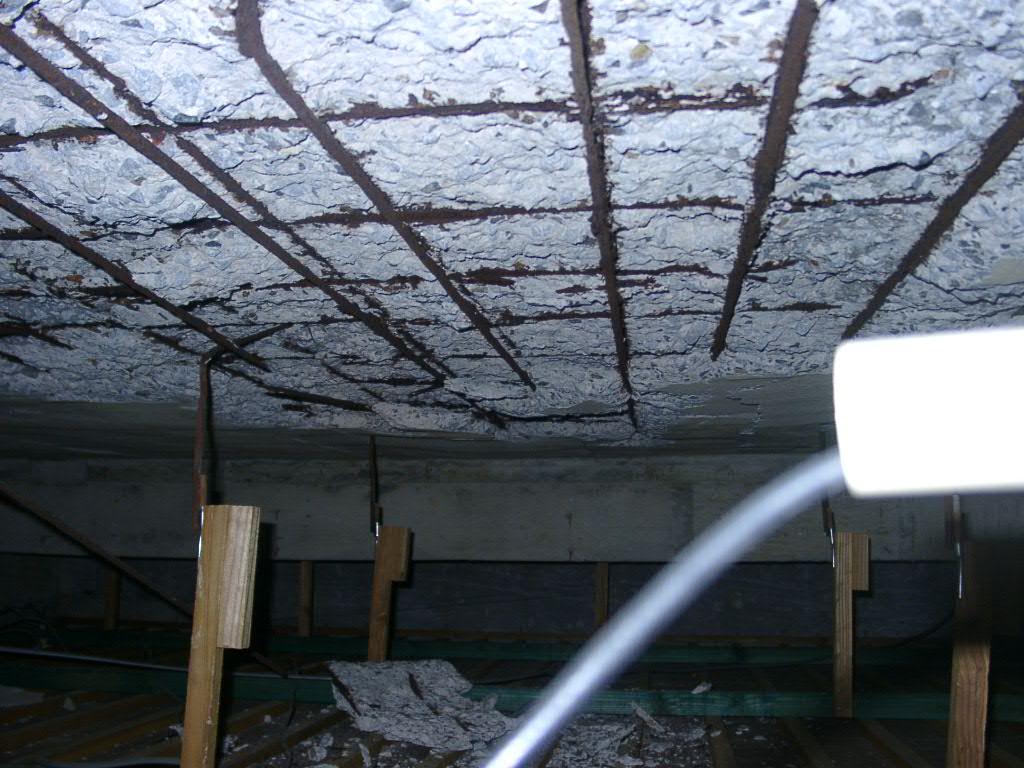 屋根裏スラブの剥離
