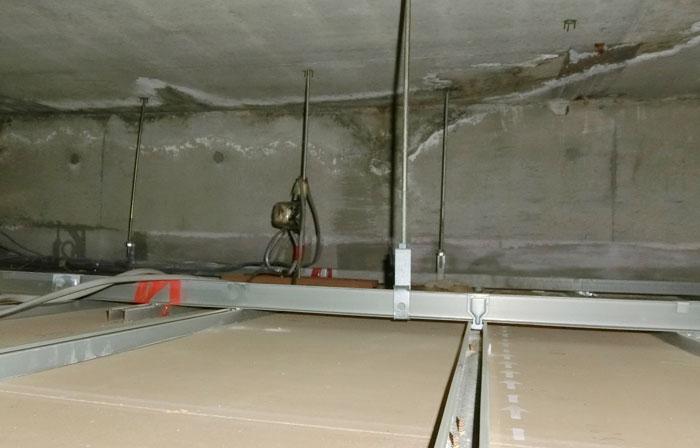 屋根裏の雨漏り